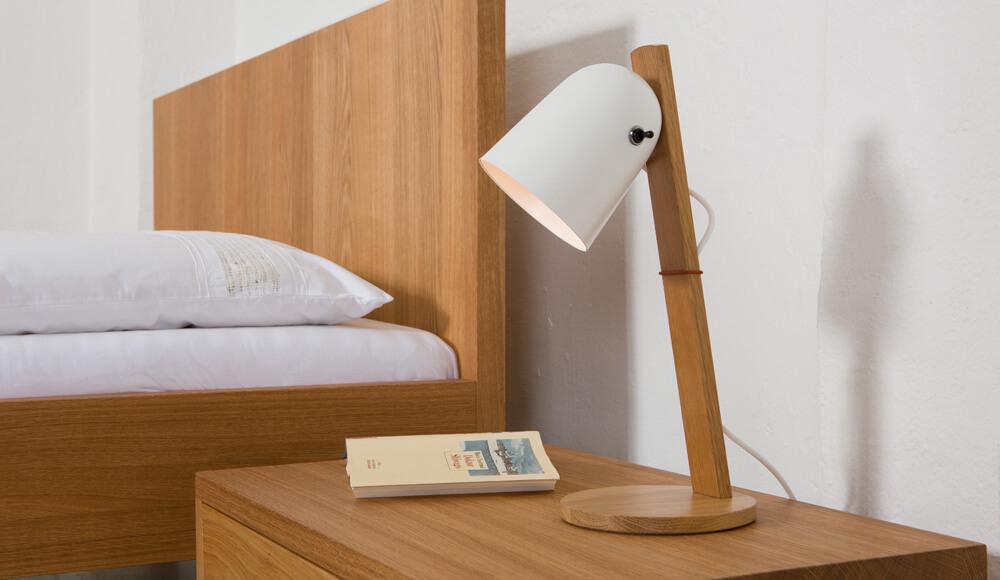bett-lampe-nachtisch